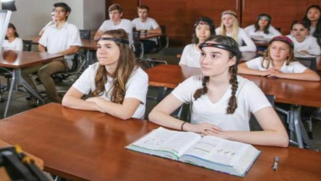 Diademas que miden la concentración en clase de los estudiantes