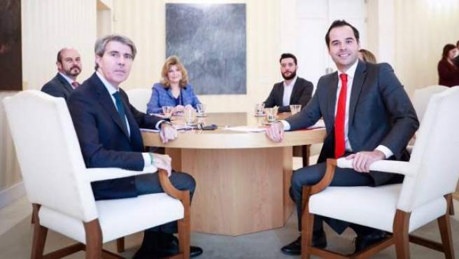Ignacio Aguado y Ángel Garrido pactan las últimas cuentas de la legislatura.