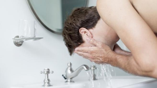 La dermatitis atópica afecta a la función barrera de la piel, aquella encargada de evitar que penetren sustancias que provocan irritaciones.