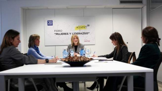 El foro Mujeres 20, moderado por la directora de 20minutos, Encarna Samitier.