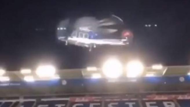 El helicóptero en el que viajaba el dueño del Leicester abandona el King Power Stadium