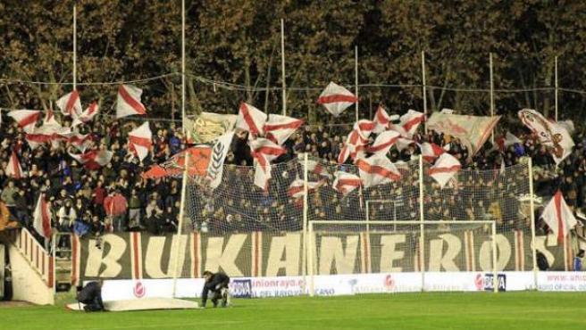 Los ultras del Rayo Vallecano, los Bukaneros, durante un partido de su equipo.