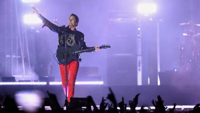 Matt Bellamy, líder de Muse, durante su actuación en el Bilbao World Stage, previa a los premios MTV.