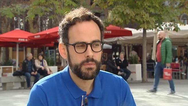 Ramón González, uno de los supervivientes del atentado de Bataclán, presenta un libro sobre cómo lo vivió.