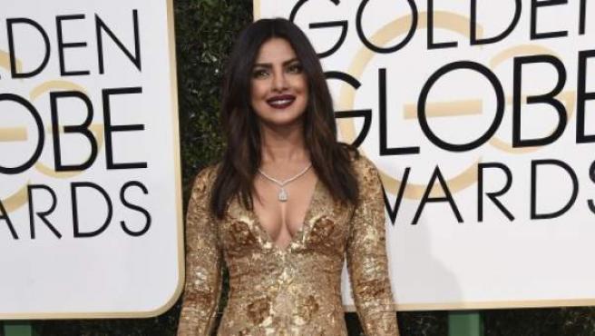 Priyanka Chopra, en la alfombra roja de los Globos de Oro