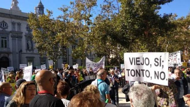 Imagen de la protesta de este miércoles ante el Tribunal Supremo por las hipotecas.