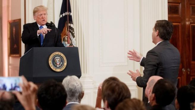 El presidente de Estados Unidos, Donald Trump, ante un periodista de la CNN.