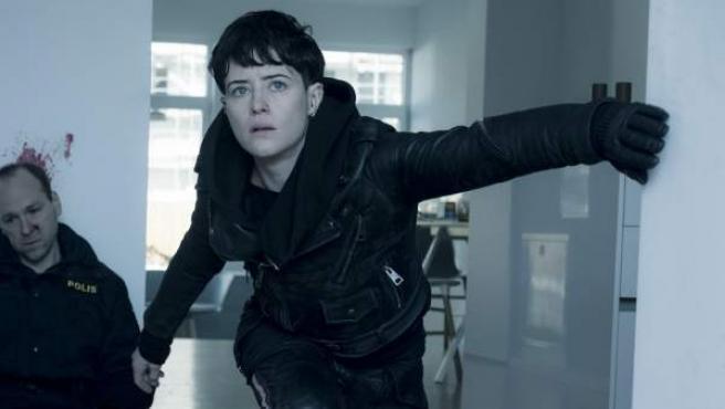 Claire Foy, caracterizada como Lisbeth Salander en 'Millennium: Lo que no te mata te hace más fuerte'.