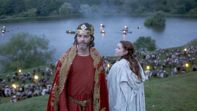 Chris Pine desenvaina en 'El rey proscrito'