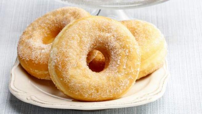 Donuts con azúcar y glaseados.