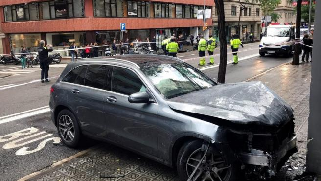 Una niña de 10 años ha resultado herida grave y otras tres personas con lesiones de diversa consideración después de que un conductor haya perdido el control de su vehículo cuando circulaba por Barcelona.