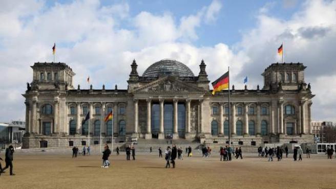 Vista del edificio del Reichstag, sede del Parlamento alemán (Bundestag), en Berlín (Alemania).