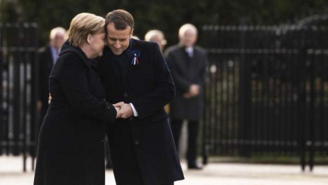 La canciller Alemana, Angela Merkel, y el presidente francés, Emmanuel Macron, en los actos de conmemoración del centenario del final de la I Guerra Mundial.
