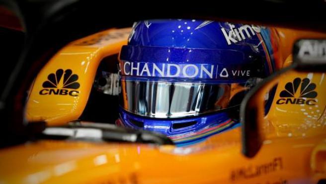 Fernando Alonso, al volante del McLaren MCL33 durante el GP de Brasil.