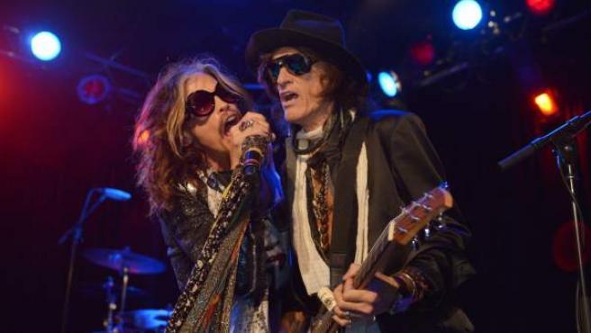 Steven Tyler, vocalista de Aerosmith, junto al guitarrista de la banda, Joe Perry, en un concierto en Los Ángeles en 2014.