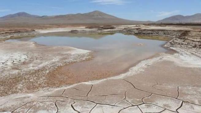 Lagos formados en el corazón hiperárido del desierto de Atacama.