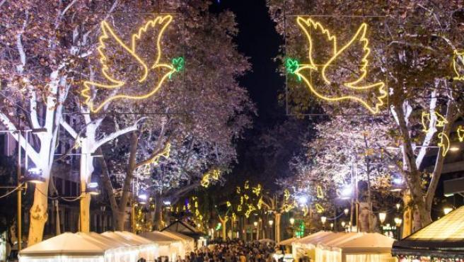 Encendido de las luces decorativas de Navidad en el centro de Barcelona por parte de la alcaldesa de la ciudad Ada Colau.