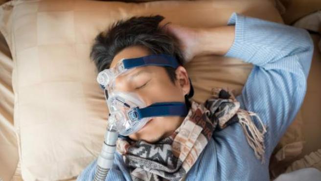 Un niño con apnea del sueño.