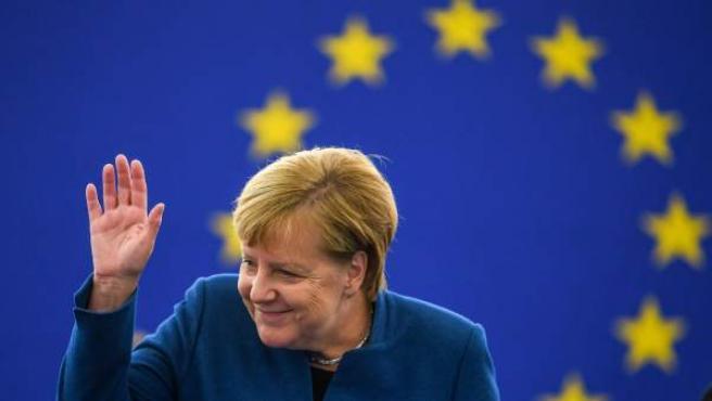 La canciller alemana, Angela Merkel, ofrece un discurso en el Parlamento Europeo en Estrasburgo (Francia).