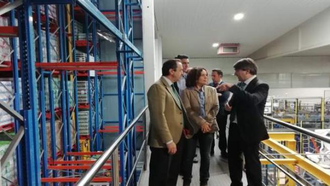 Lina Gálvez (centro) en su visita a Covap