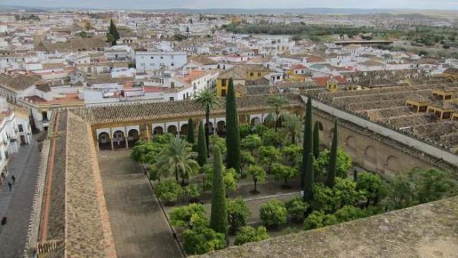 Vista del casco histórico y del Patio de los Naranjos de la Mezquita
