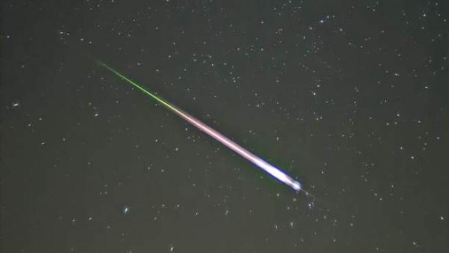 Meteoro durante el pico de las Leónidas del año 2009.