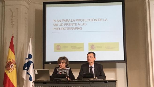 La ministra de Sanidad, María Luisa Carcedo, y ministro de Ciencia, Pedro Duque.