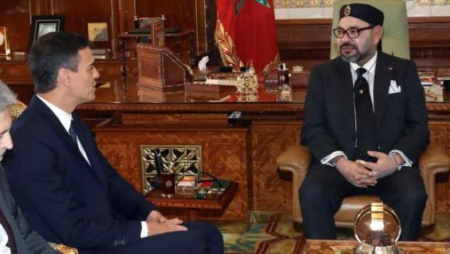 Pedro Sánchez y Mohamed VI durante el encuentro en el Palacio Real de Rabat.
