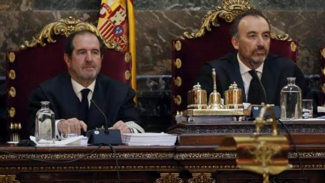 A la izquierda, Martínez Arrieta, junto a Marchena.