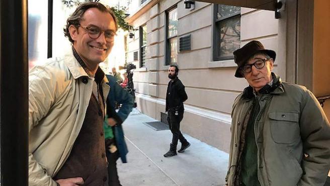 """""""Es una vergüenza"""": Jude Law quiere que se estrene el último filme de Woody Allen"""