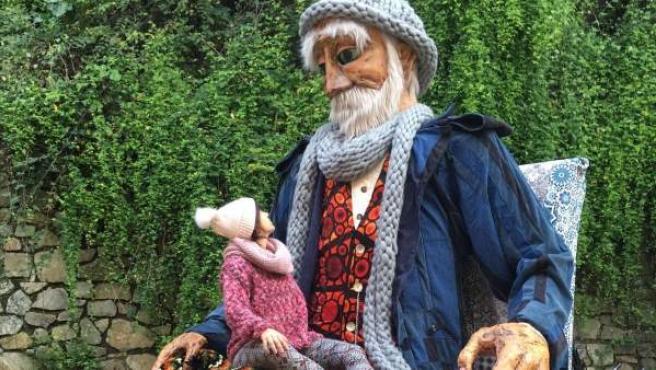 El señor Invierno, una marioneta gigante de cuatro metros de altura.
