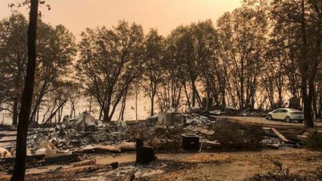 Una zona devastada por el fuego en Magalia, California.