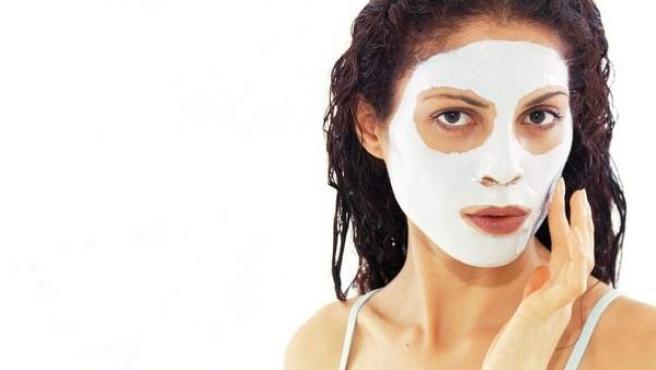 Mascarilla facial para mujer.