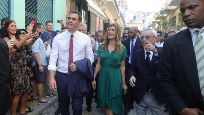 Pedro Sánchez y su esposa, María Begoña Gómez, en La Habana.