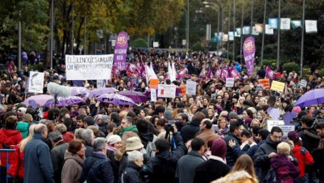 Miles de personas en las calles de Madrid para exigir el fin de la violencia machista con motivo del Día Internacional de la Eliminación de la Violencia contra la Mujer.