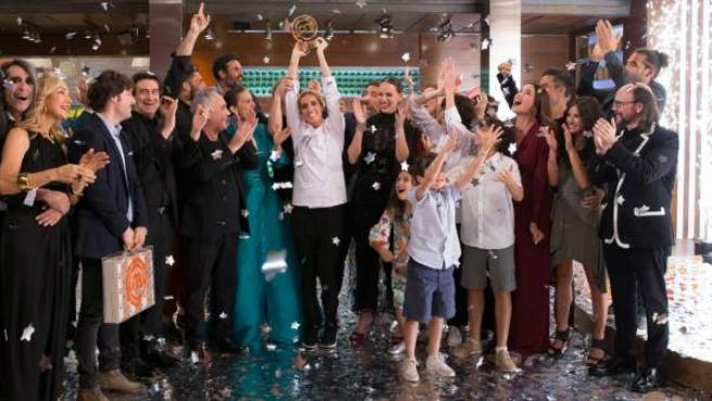 La nadadora Ona Carbonell, tras proclamarse ganadora de 'Masterchef Celebrity 3'.