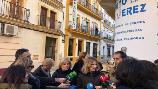 Ana Mestre atiende a los periodistas en Jerez