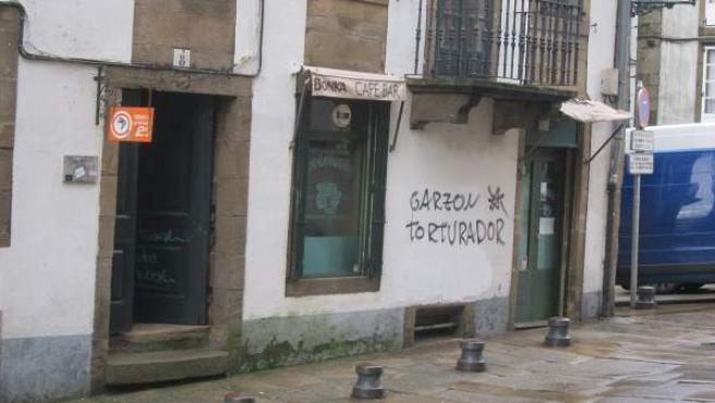 Pintadas contra Baltasar Garzón en Santiago