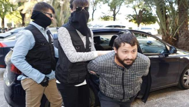 A disposición judicial el detenido por el crimen de una mujer en Parque Amate