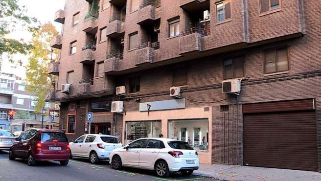Vista del edificio donde ha muerto una mujer de 65 años que iba a ser desahuciada.