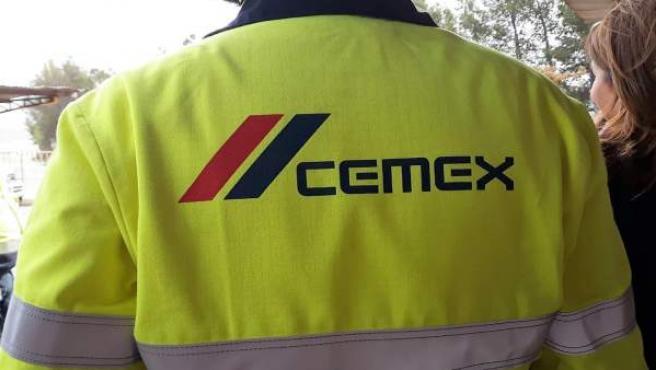 Un trabajador de Cemex en Gádor (Almería)