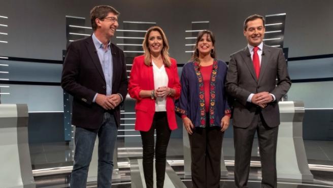 Los cuatro principales candidatos a la Presidencia de la Junta de Andalucía, Juan Marín (Ciudadanos), Susana Díaz (PSOE), Teresa Rodríguez (Adelante Andalucía) y Juanma Moreno (PP), al inicio del debate de RTVE.