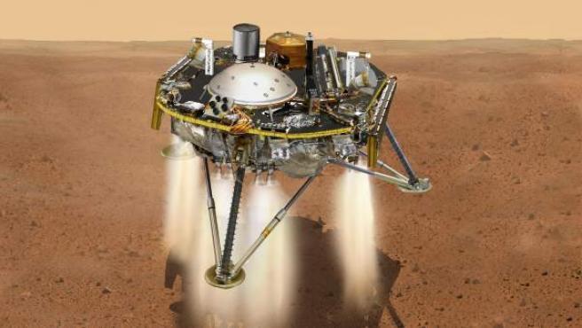 Fotografía cedida por la NASA de una ilustración que muestra una vista simulada del módulo espacial InSight mientras reduce la velocidad a medida que desciende hacia la superficie de Marte.