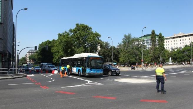 El Ayuntamiento empieza a marcar con líneas rojas la futura área restringida de Madrid Central.