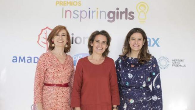 Marta Pérez, Teresa Ribera y Miriam González, en la ceremonia de la Fundación Inspiring Girls.