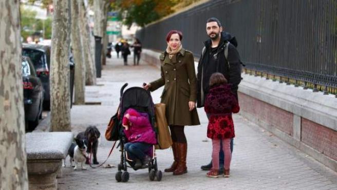 Rocío y Pablo, padres de veganos de dos niñas que tampoco comen nada de origen animal.