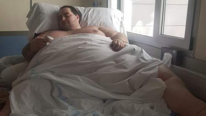 El joven Teófilo Rodríguez durante su estancia hospitalaria.