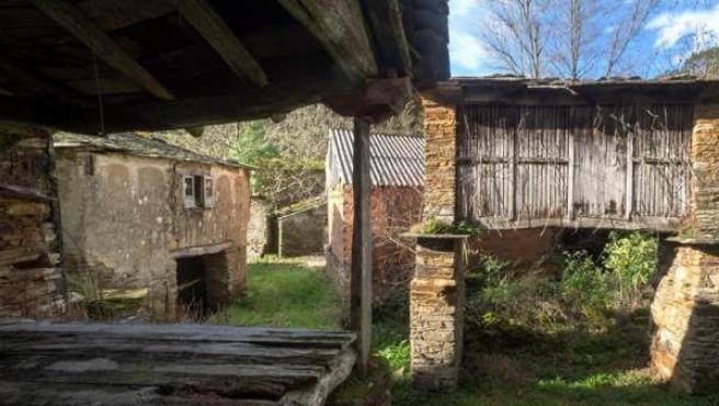 Vista de la aldea abandonada de O Muiñovedro, en Lugo.