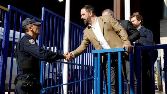El presidente de Vox, Santiago Abascal, en una visita a la frontera de Melilla.