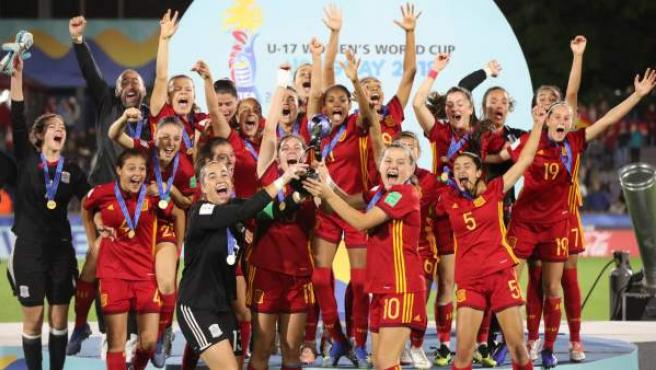 Las jugadoras de la selección española sub-17 celebran su victoria en el Mundial.
